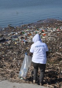 Voluntar igienizare curatare deseuri rau Barcau Bihor