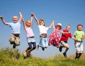copii sarind fericiti sursa foto facebook