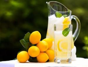 limonada bautura rece gheata lamaie sursa foto shutterstock punct com