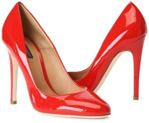 pantofi stiletto rosii sursa foto blackgate punct com