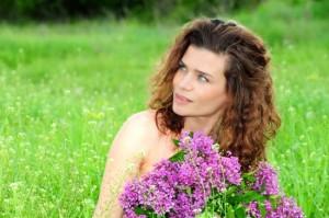 portret femeie natura sursa foto fotothing.com