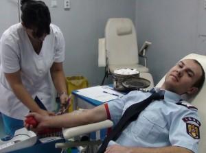 Pompier donează sânge Oradea
