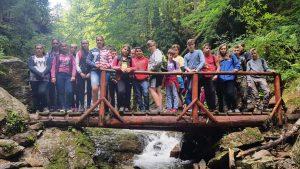 elevi tineri excursie